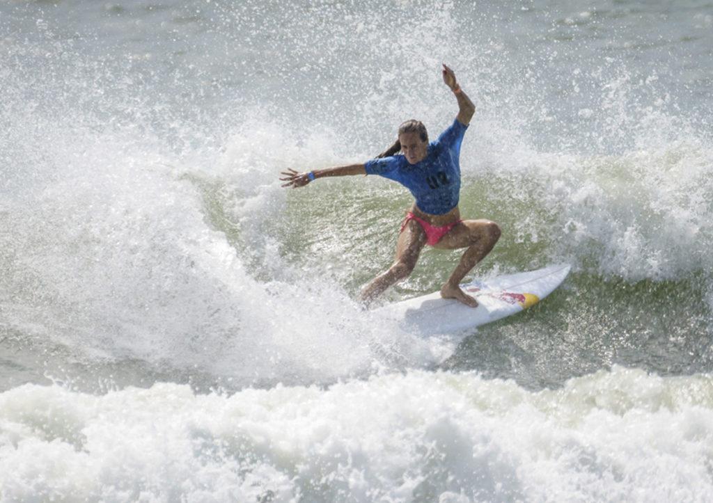justine dupont surf